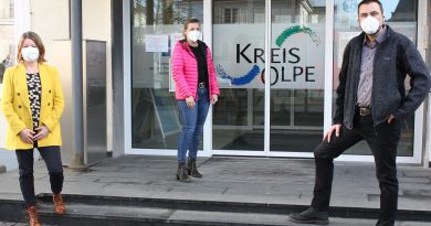 Der Sozialpsychiatrische Dienst bietet Rat und Hilfe. Stellvertretend für das ganze Team (v. l.): Judith Stahl, Ines Kieserling und Jürgen Arens (Foto: Kreis Olpe)