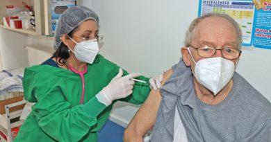 Nezahat Baradari bei Impfung